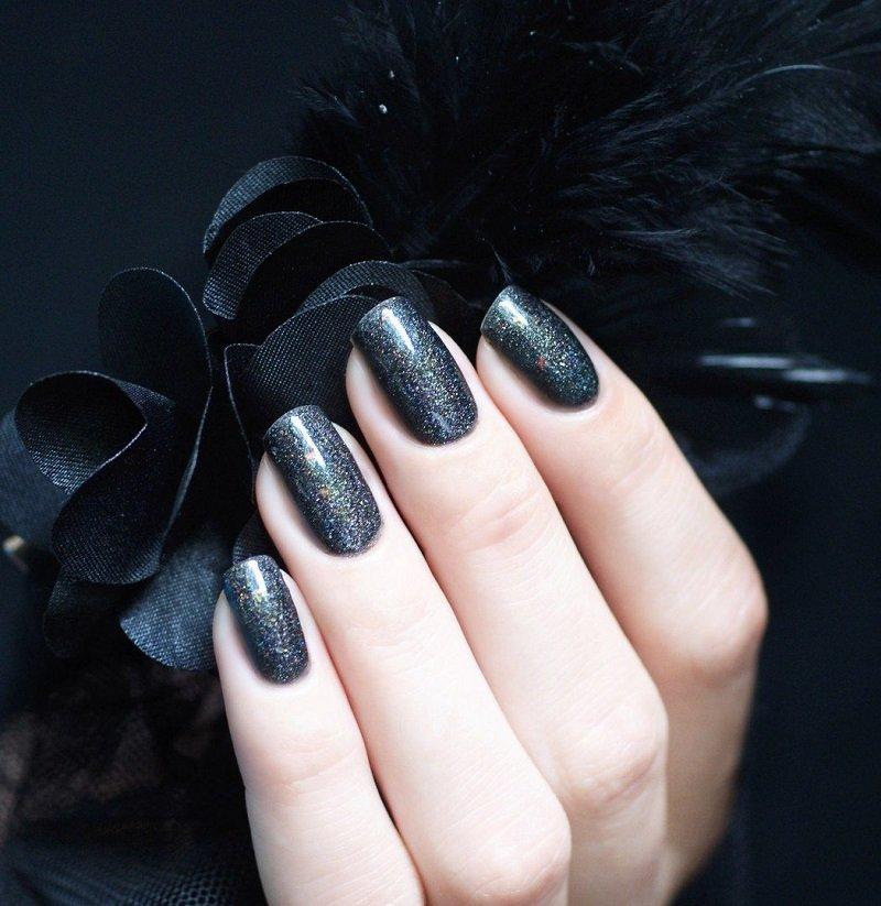 čierna manikúra