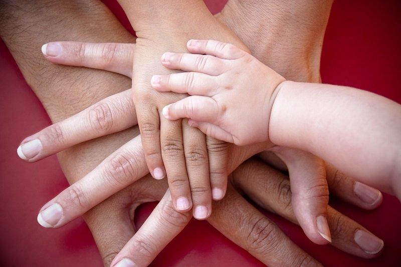 «Ребенок, который до пенсии сидит и ждет, когда к нему на помощь придет мама, — это ужасно». Кулинар и жена Леонида Парфенова дает уроки воспитания.