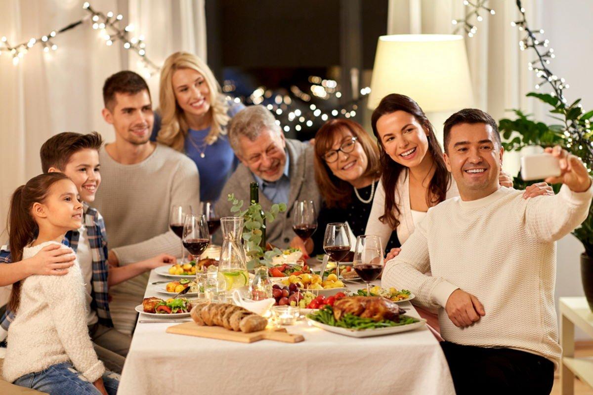 Муж не берет с собой жену в гости к богатым родственникам