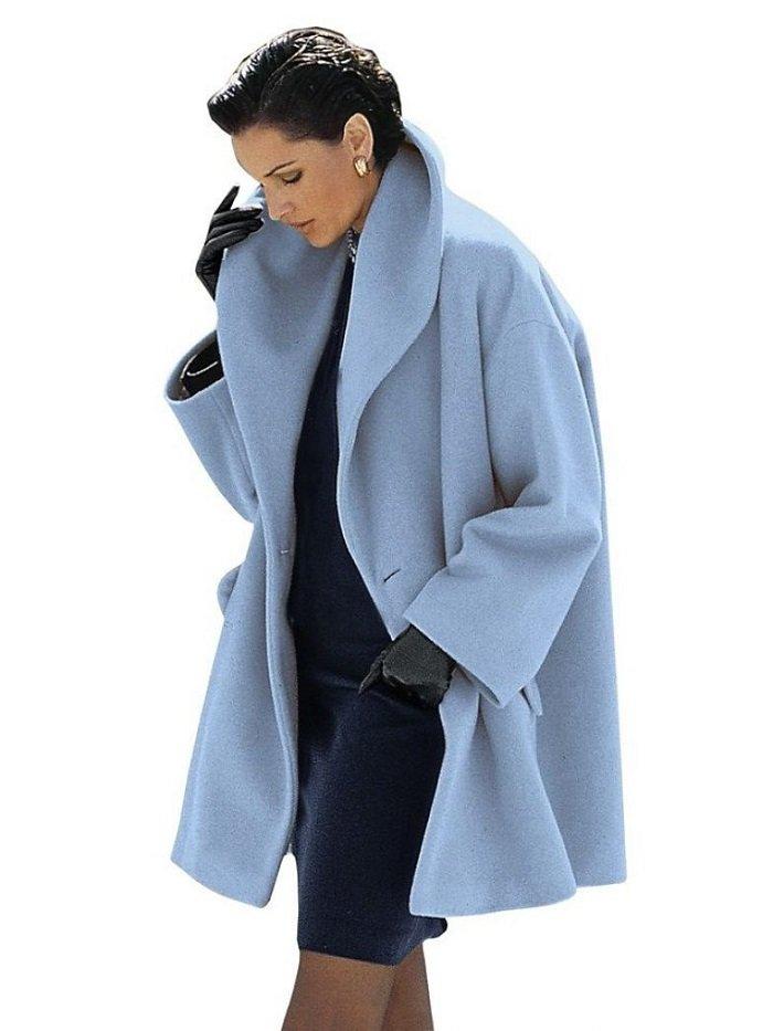 пальто оверсайз и кроссовки