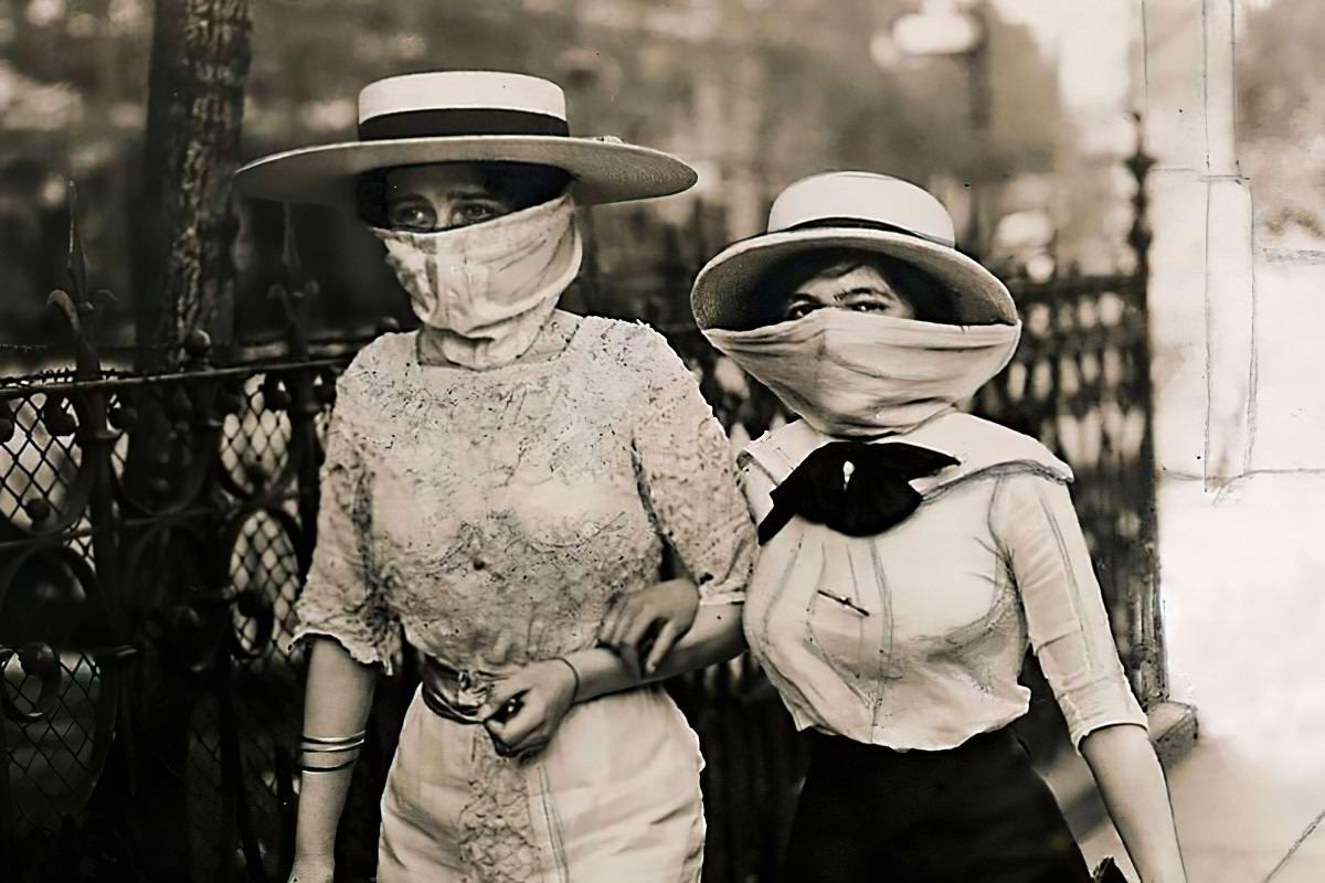 Модные маски: защита от вирусов или самовыражение?