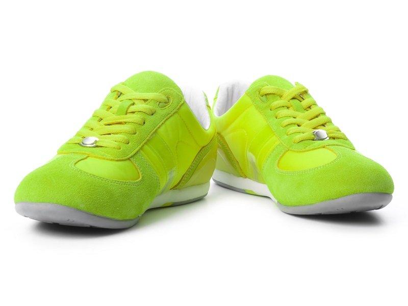неоновая обувь с чем носитьи