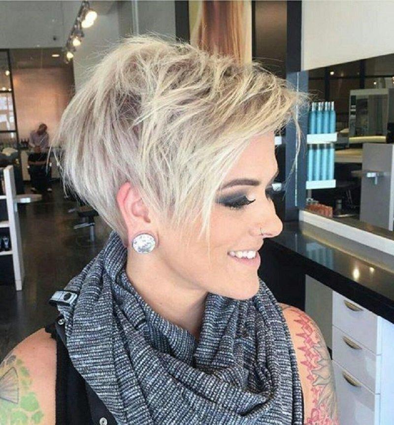účesy pre krátke vlasy