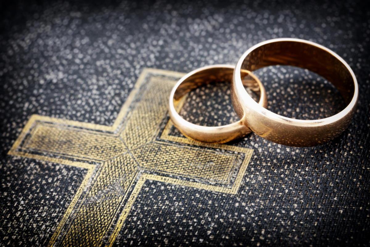Какая молитва помогает наладить отношения между супругами