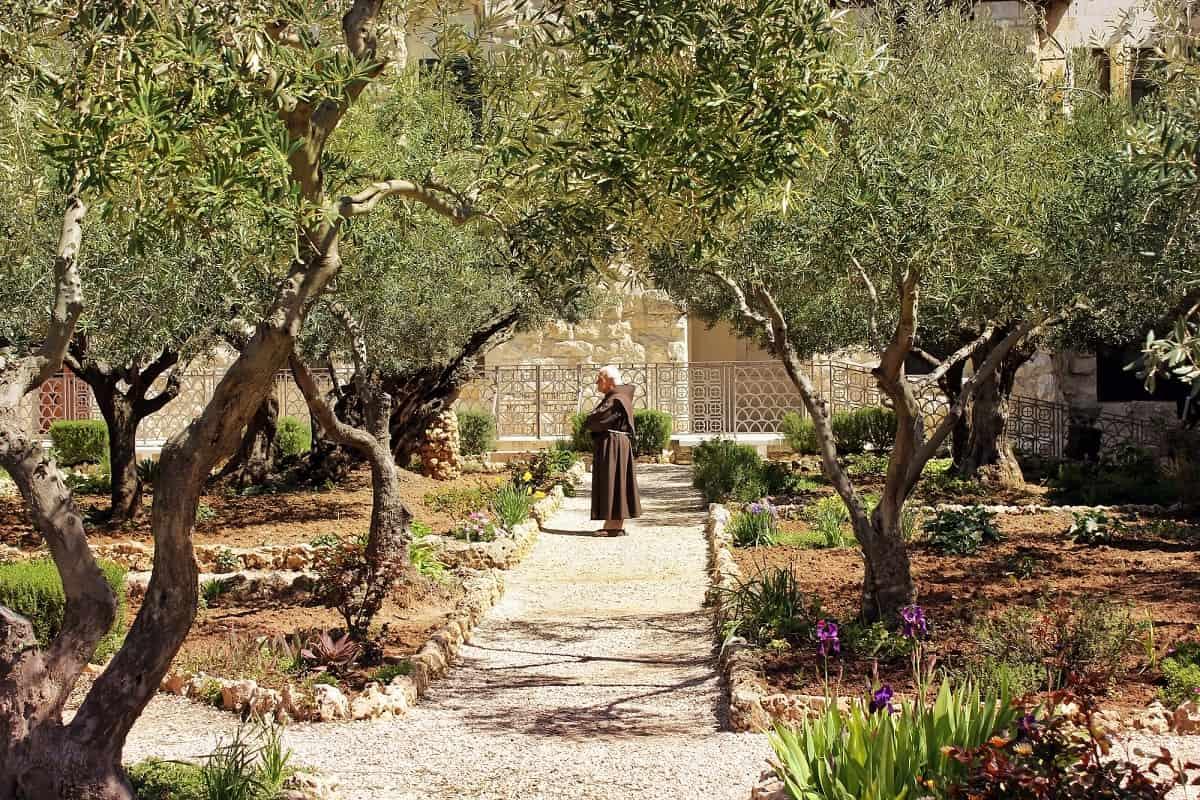 Молитва Паисию святогорцу об исцелении и помощи