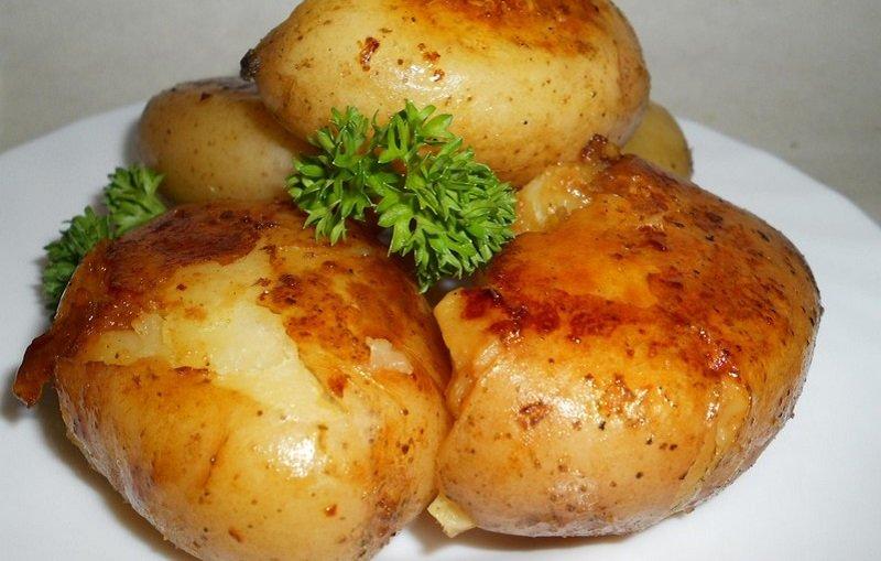 молодой картофель в кожуре