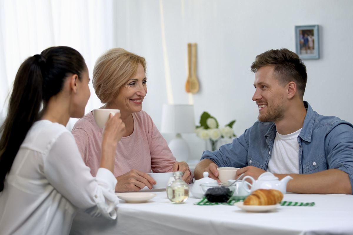 муж слушает маму а не жену