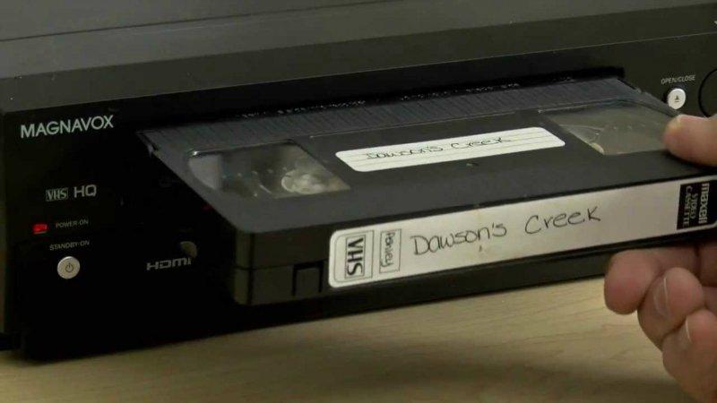 старый видеомагнитофон