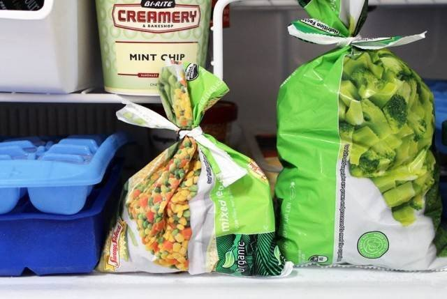пакеты с замороженными продуктами