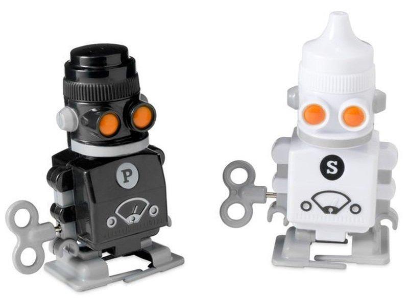 робот-перечница и робот-солонка