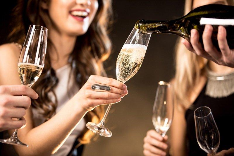 Нервные женщины должны пить шампусик ежедневно! 3 научных аргумента за.