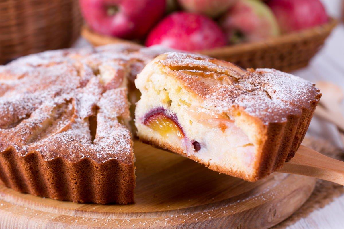 яблочная шарлотка время выпечки