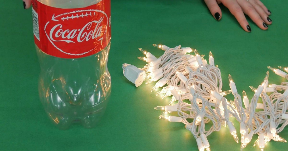 Она поместила елочную гирлянду в пластиковую бутылку… Я в восторге от того, что из этого вышло!