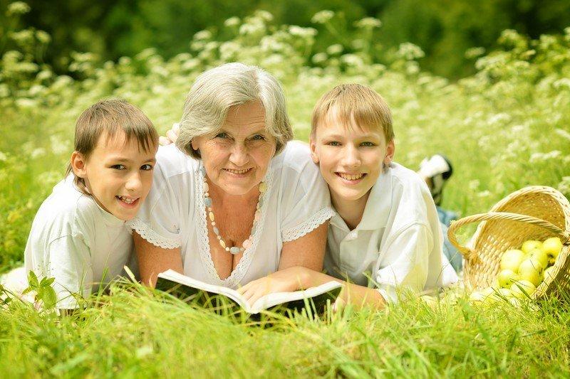 бабушка для ребенка