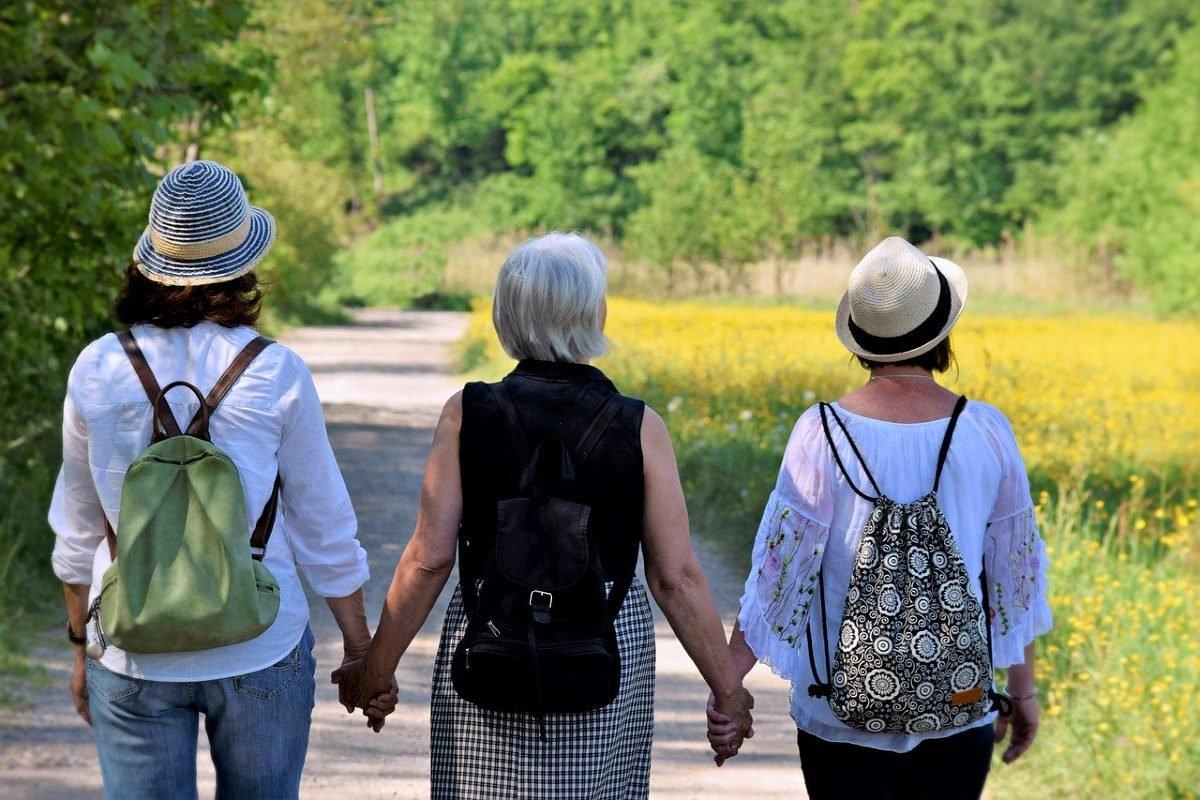 Отчего увядающие женщины перестают общаться с подругами