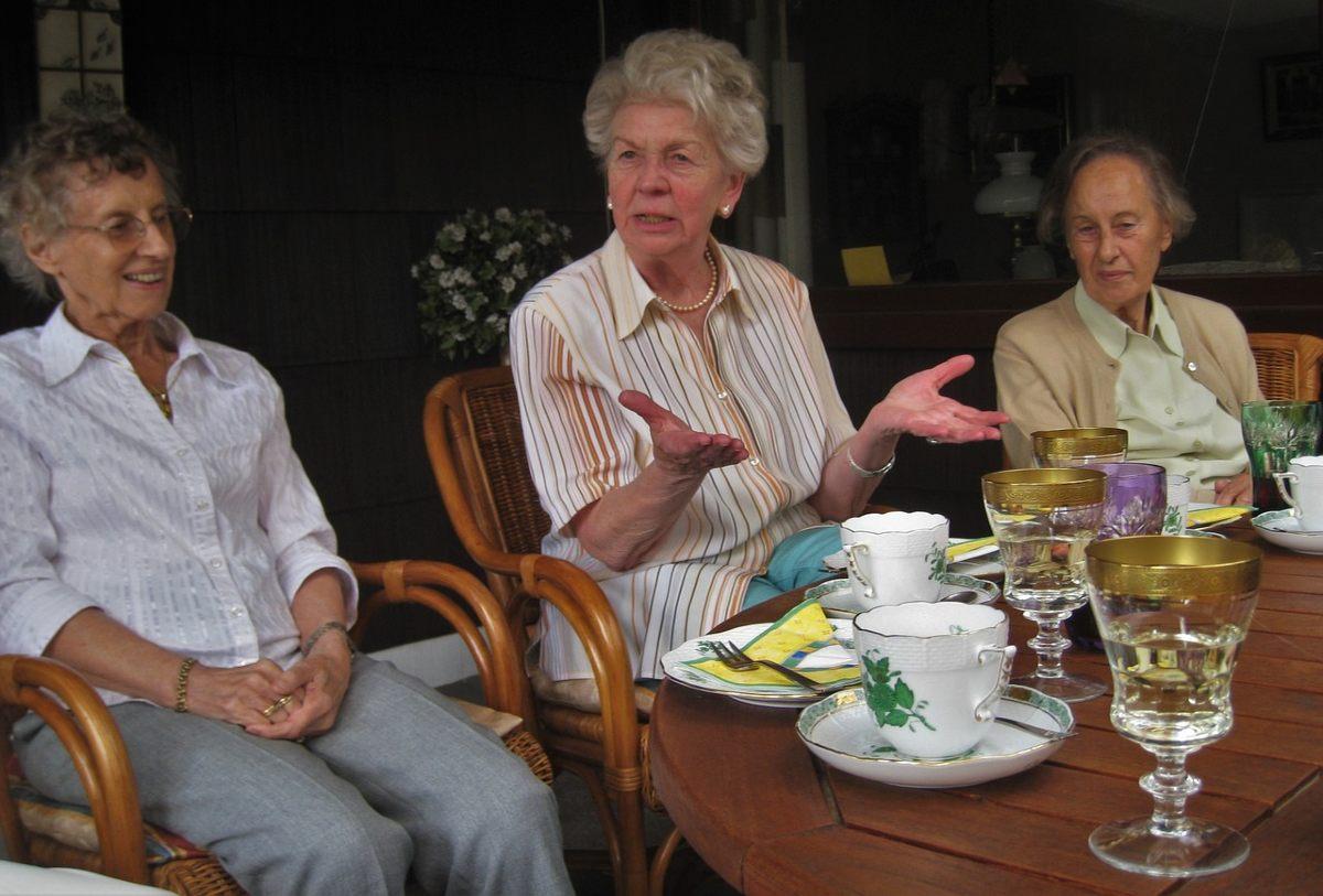 Отчего увядающие женщины перестают общаться с подругами Вдохновение,Советы,Взаимоотношения,Дружба,Общение,Психология,Саморазвитие