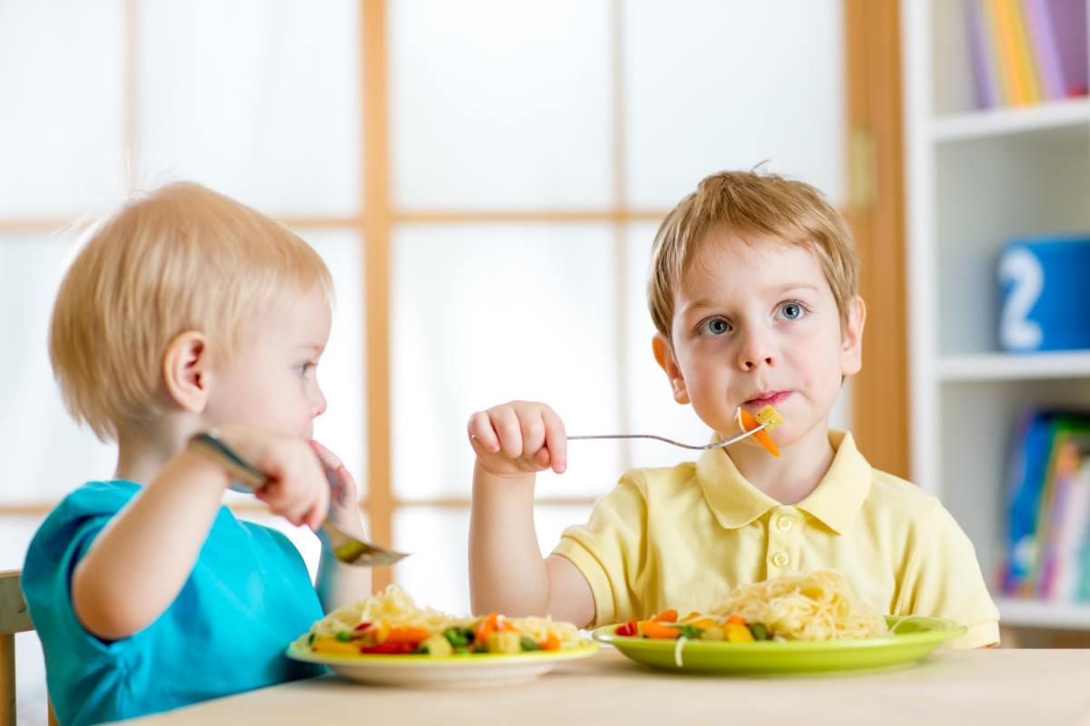 Почему нельзя заставлять ребенка доедать всю еду на тарелке