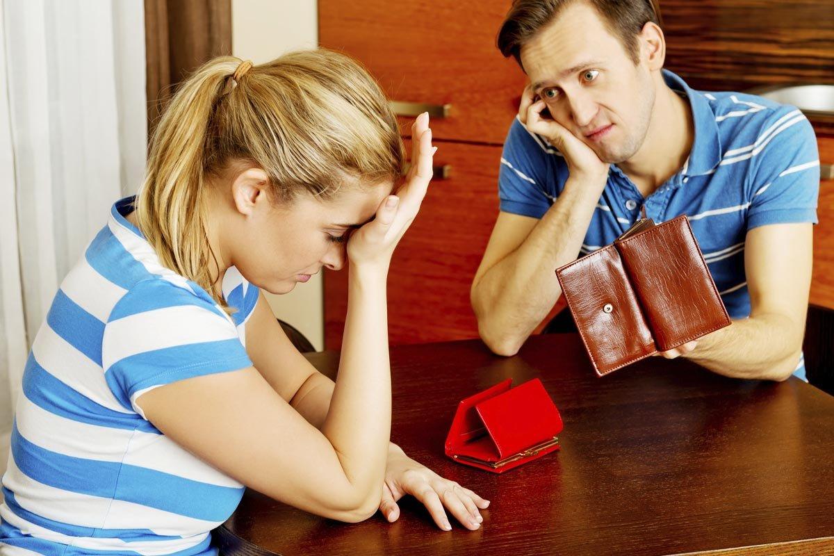 Муж обвиняет меня в том, что я трачу деньги из семейного бюджета на пустяки, но я не согласна