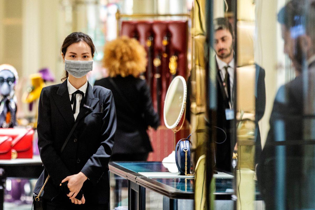 Зашла в элитный магазин, одетая в пуховик, а консультанты даже смотреть в мою сторону не стали