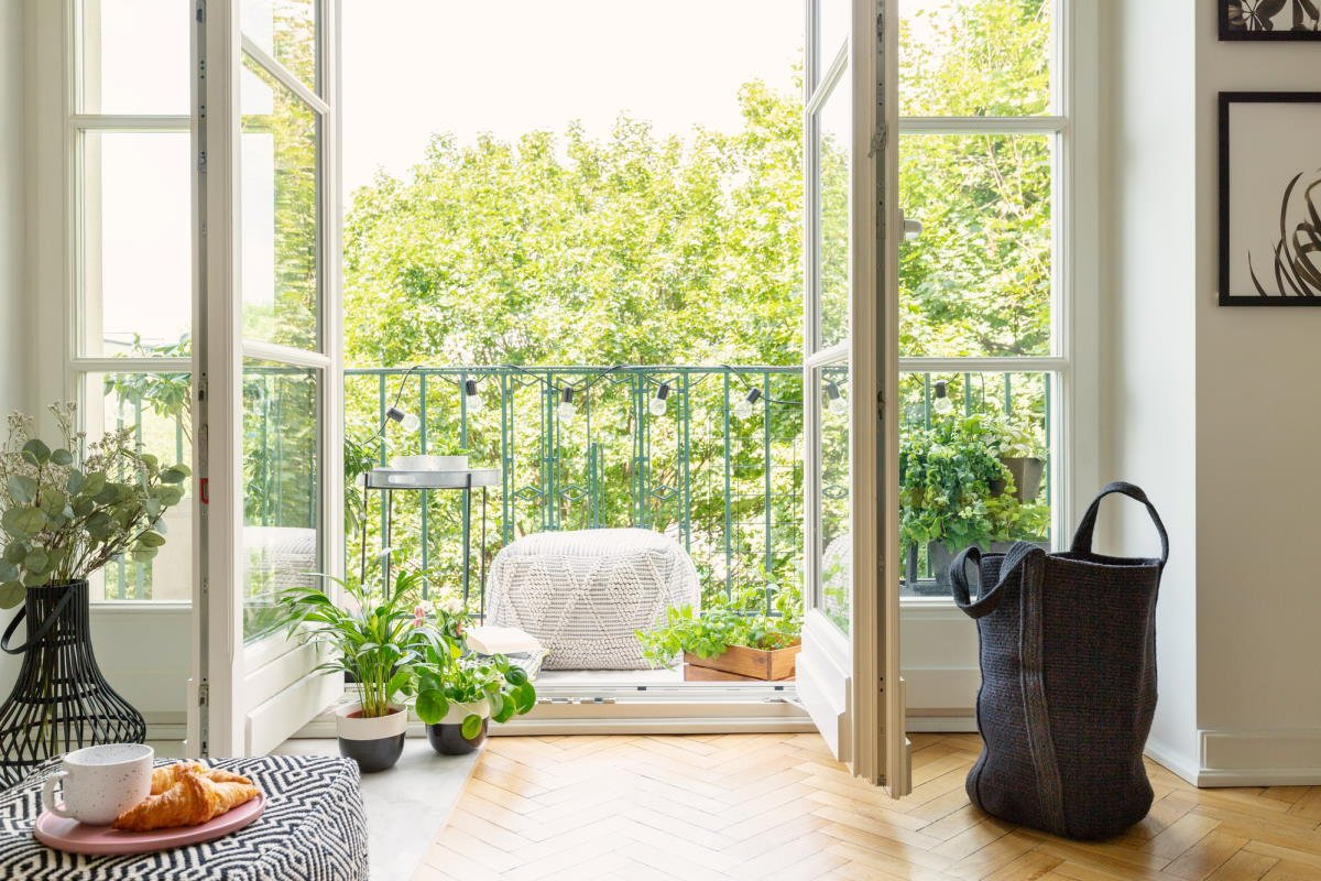 Обустройство балкона в женском и мужском вариантах