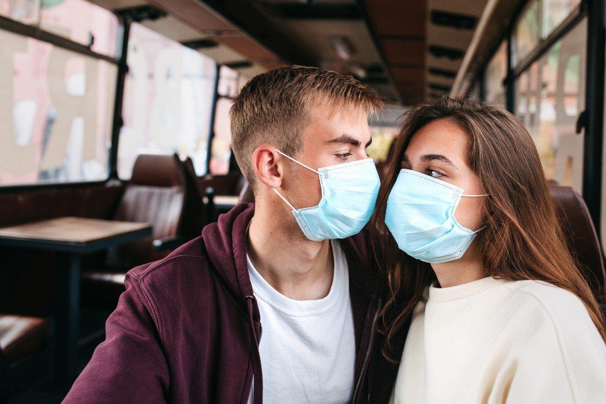 Обязательное ношение масок в любую погоду приводит к
