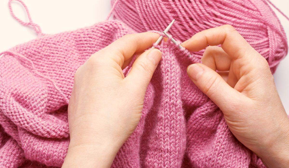 Вязание повязки на голову с объемной косой