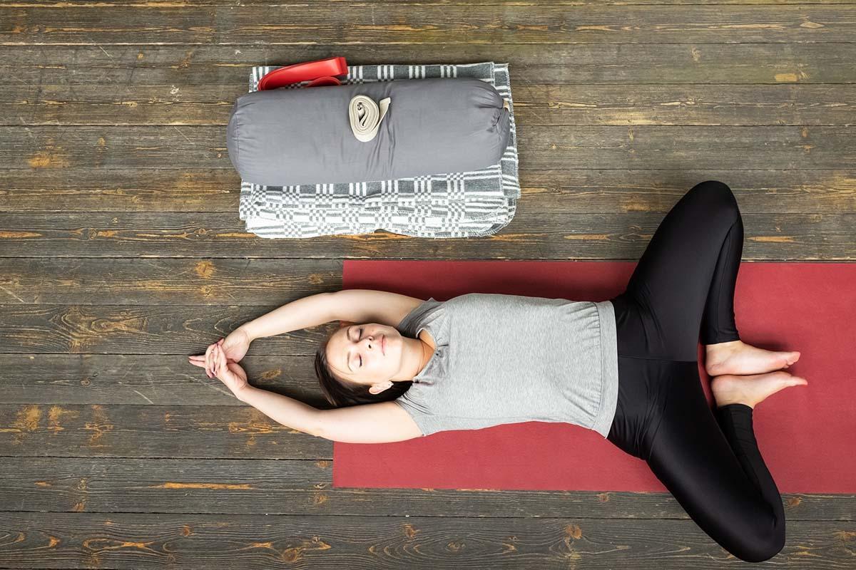 Когда не работает лифт, а в руках тяжелые сумки, поднимаюсь на восьмой этаж необычным способом Здоровье,Советы,Возраст,Дыхание,Медитация,Одышка,Прогулки,Профилактика,Ходьба