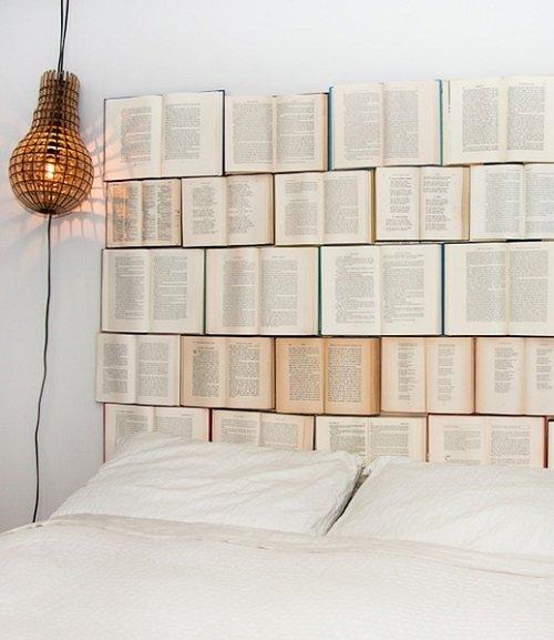 книги в интерьере
