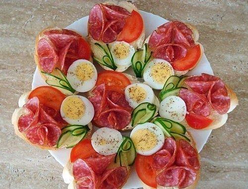 салями, помидоры и яйца