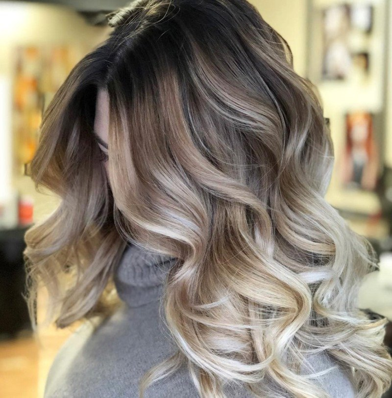 как окрасить отросшие корни волос блондинкам