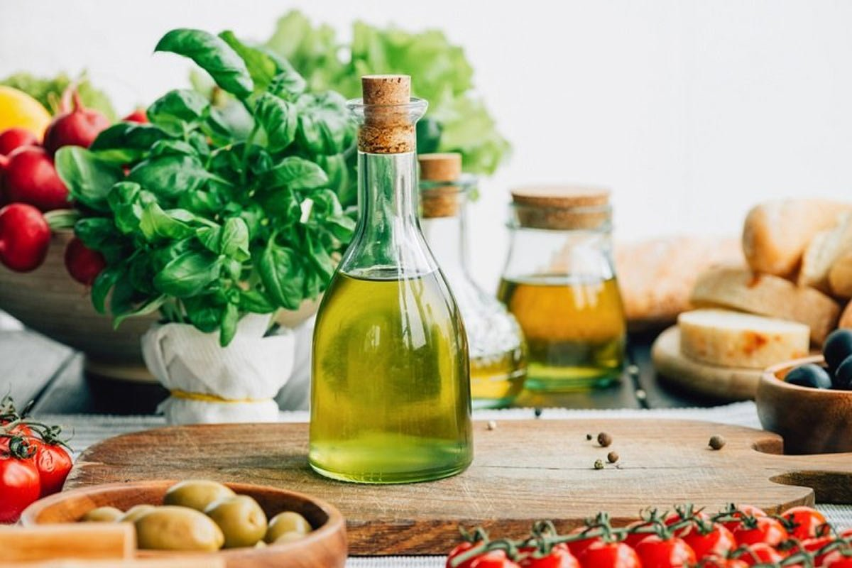 В чём оливковое масло проигрывает подсолнечному Кулинария,Советы,Масло,Питание,Польза,Продукты