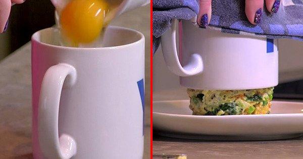 Она просто смешала яйцо и хлеб в чашке. Результат заставил меня глотать слюнки!