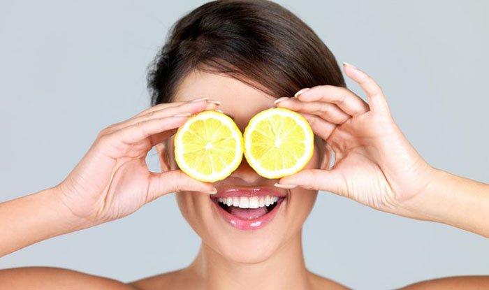 девушка и лимоны