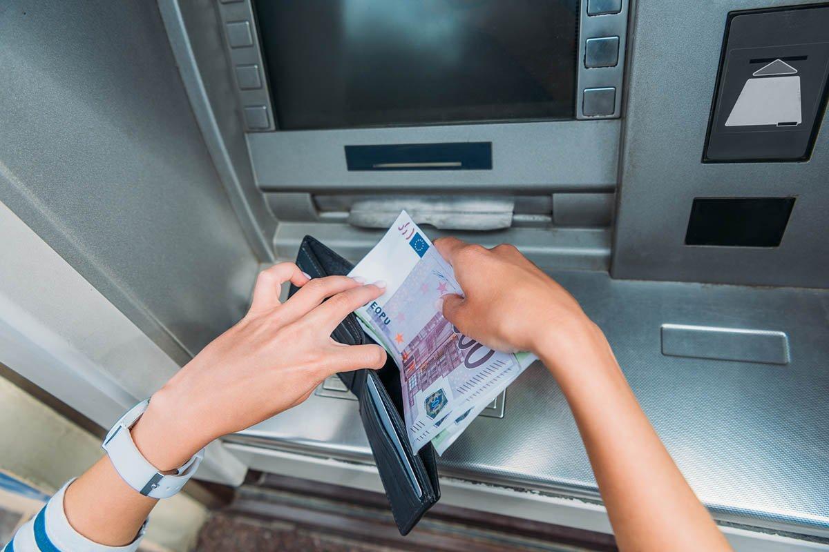Места, где расплачиваться банковской картой рискованно и чревато последствиями