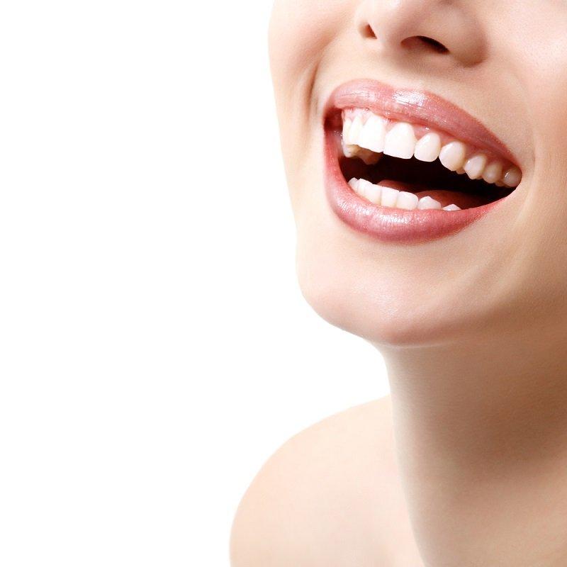 Революция в области гигиены полости рта! Всего 12 секунд, и зубы сверкают.