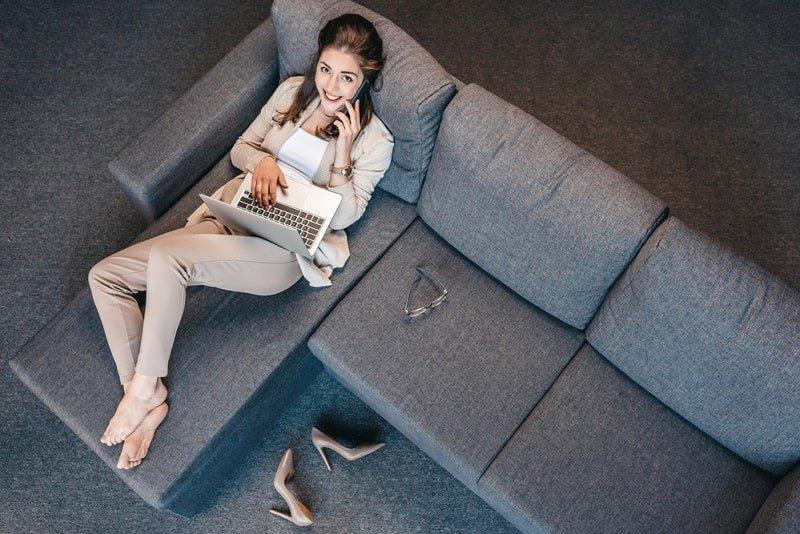 женщина отдыхает фото