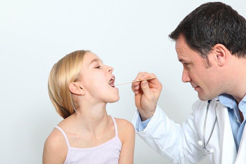 почему нельзя целовать детей в губы