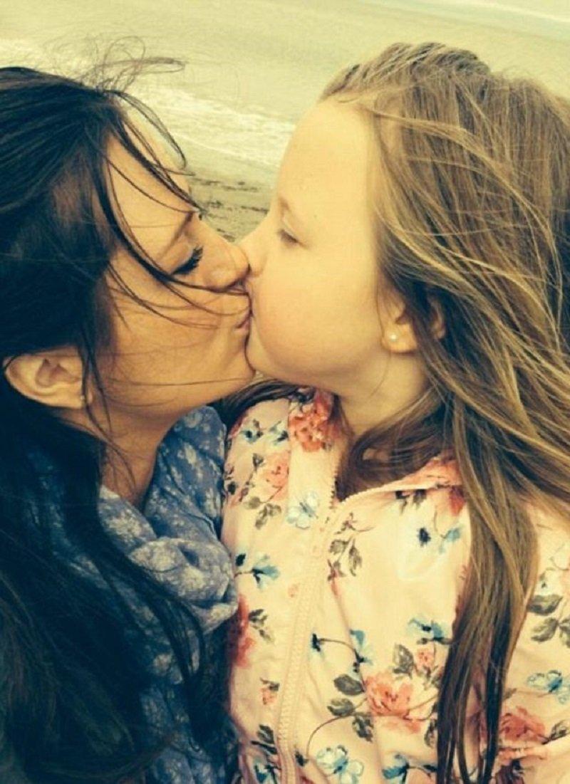 нельзя целовать детей в губы