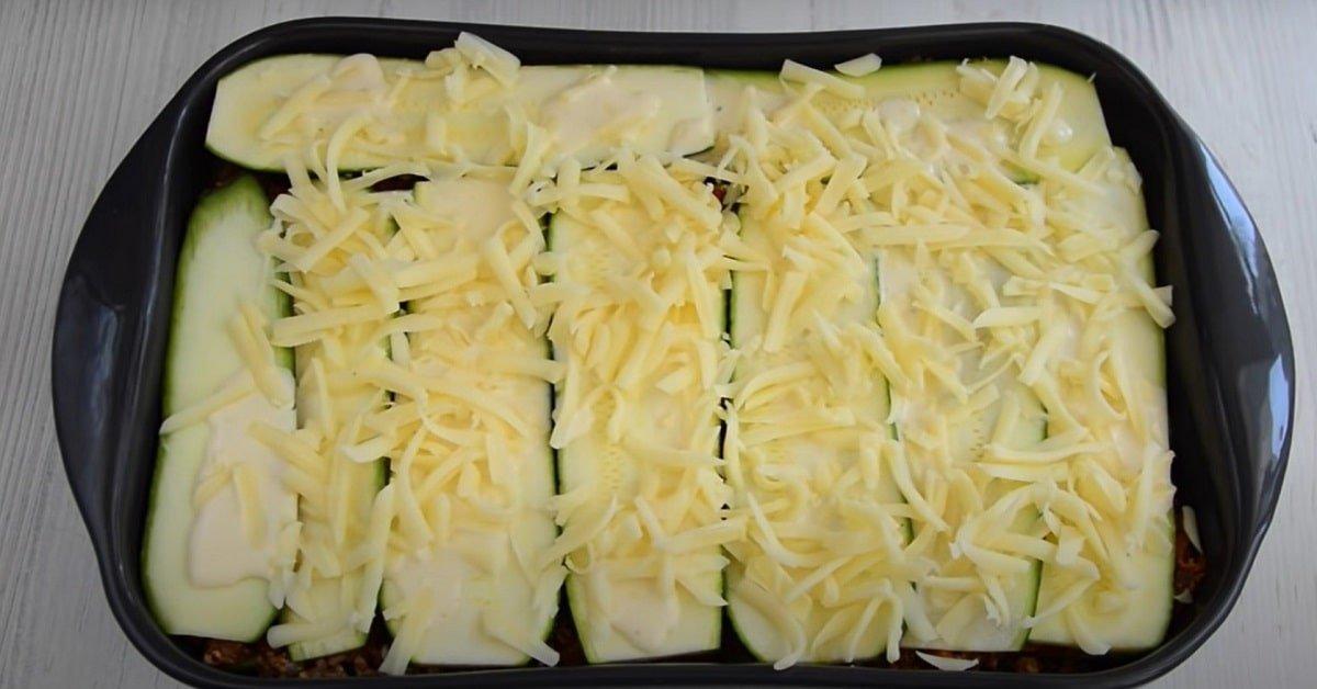 сборка лазаньи из кабачков