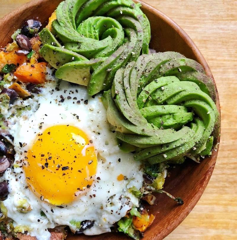 овощная нарезка на тарелке