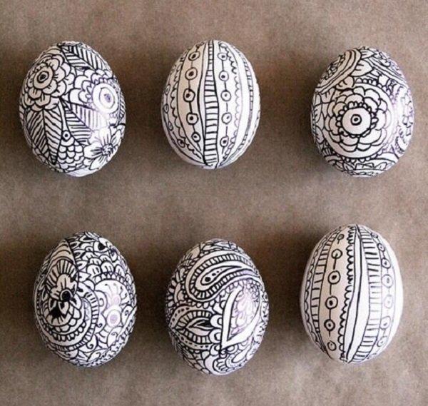 оформление яиц черным фломастером