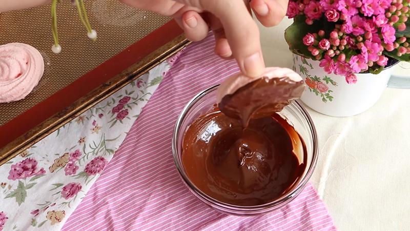 Печенье-безе в шоколаде