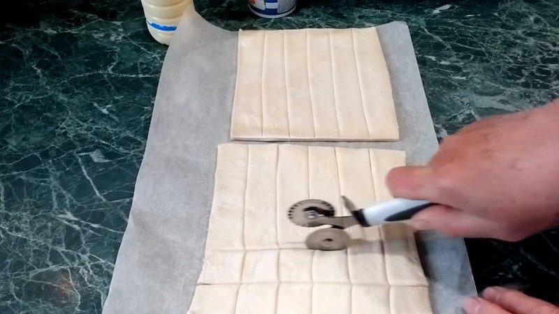 печенье из слоеного теста с начинкой