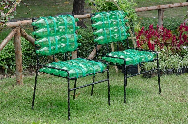 стул из пластиковых бутылок