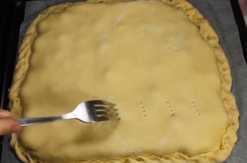закрытый песочный пирог с вишней