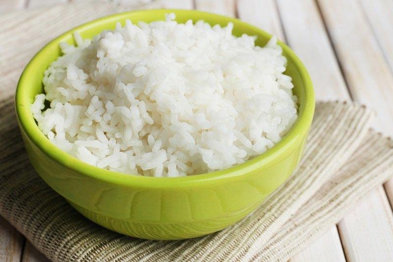 быстрый пирог с рисом и рыбой
