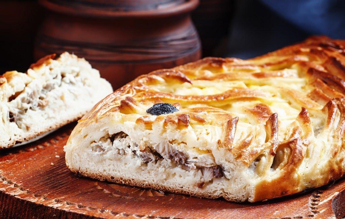 пирог с семгой и луком