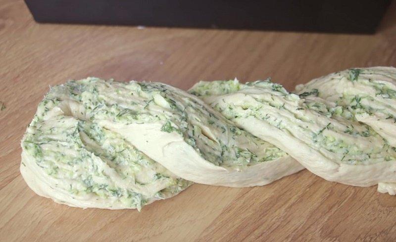 пирог из сыра и зелени