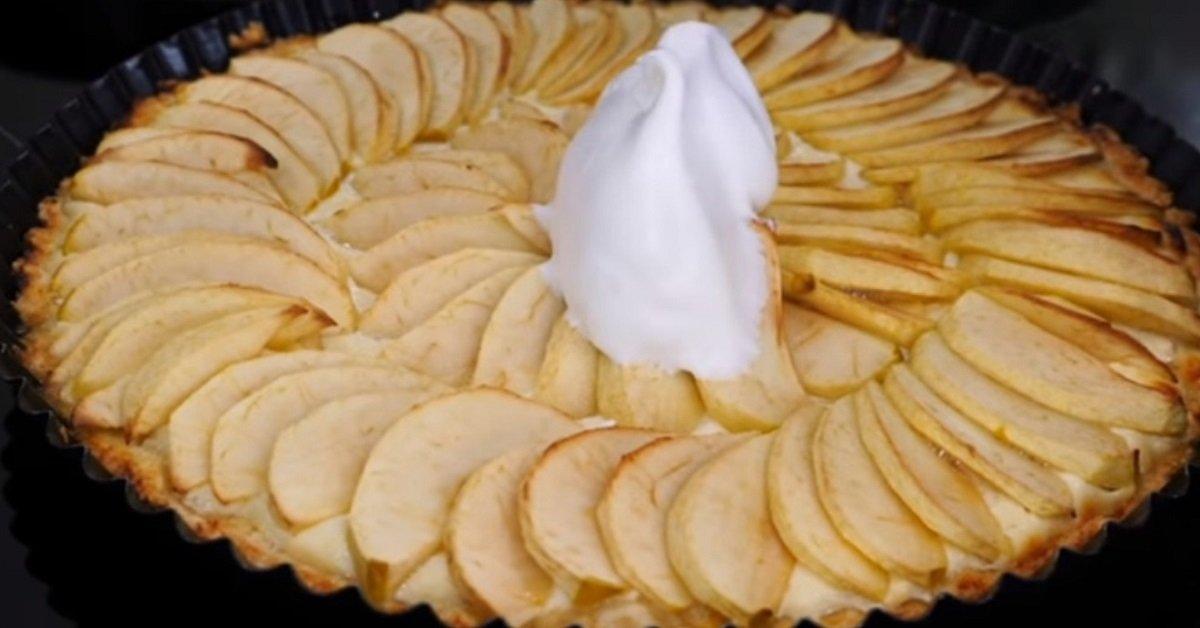 Инструкция по приготовлению яблочного пирога на творожной подушке thumbnail