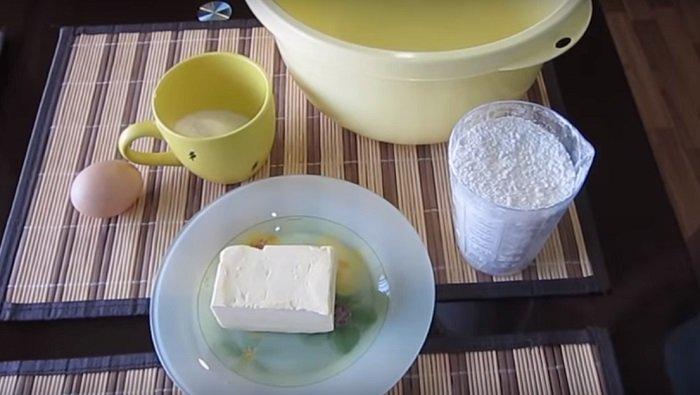 пирог со сливами на сметане